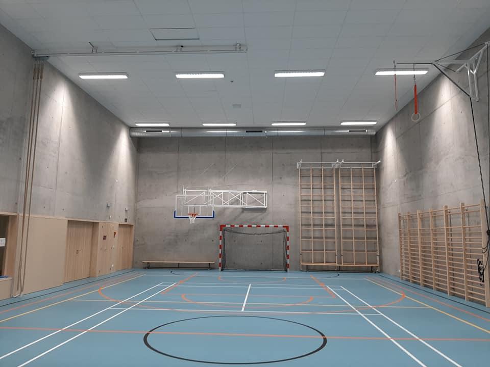 Buts et espaliers Idemasport dans un hall sportif à Evere