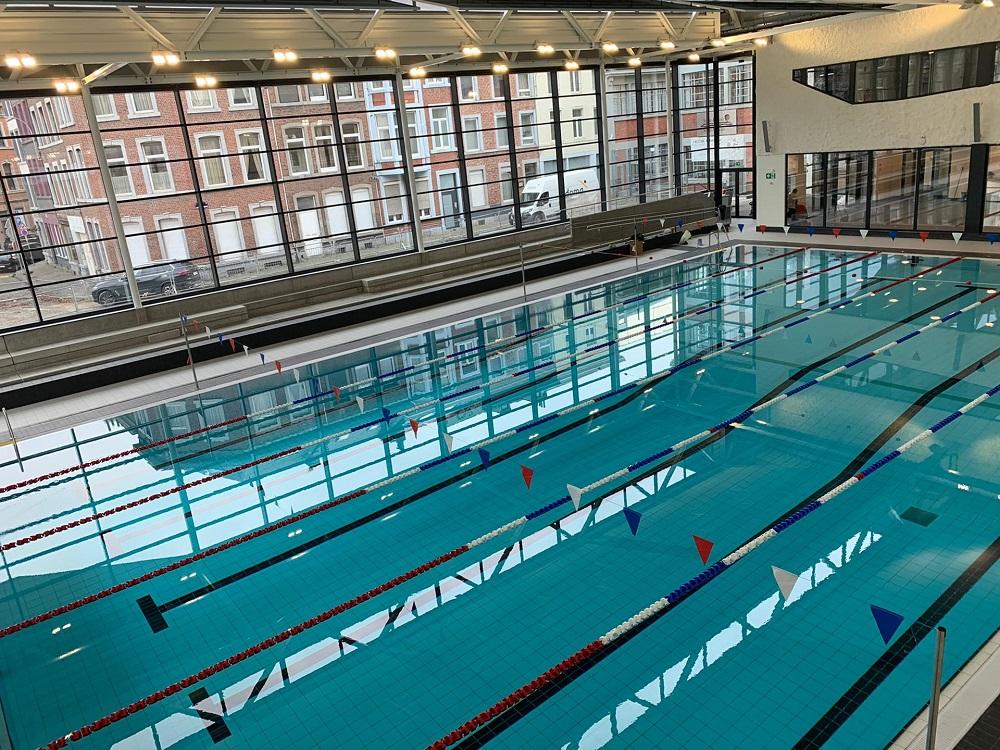 Lignes de nage et fanions piscine