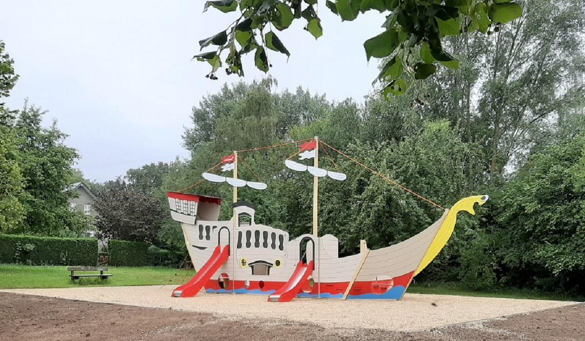Module de jeu en forme de bateau