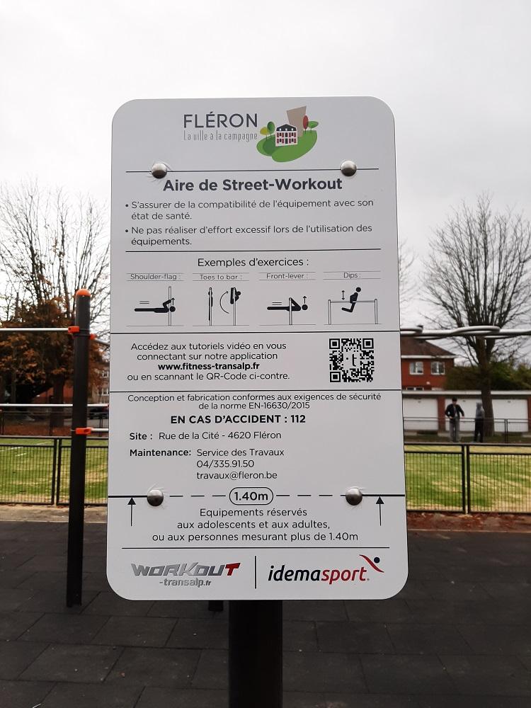 Panneau d'information pour l'espace street workout